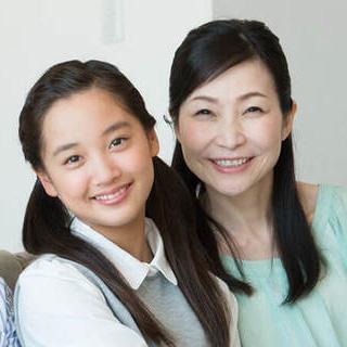 喜ぶ母と娘